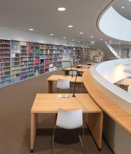 Bild zeigt die Bibliotheksgalerien des BLHA