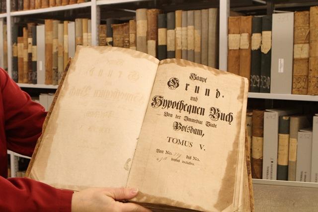 Ansicht eines aufgeschlagenen Grund- und Hypothekenbuchs von Potsdam