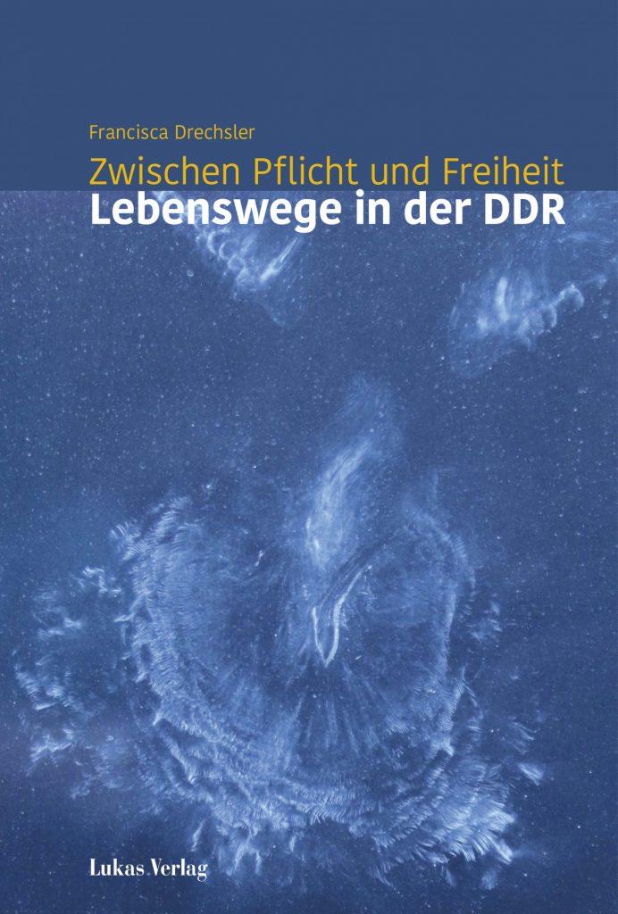 """Buchcover """"Zwischen Pflicht und Freiheit - Lebenswege in der DDR"""""""
