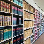 Regalansicht in der Bibliothek